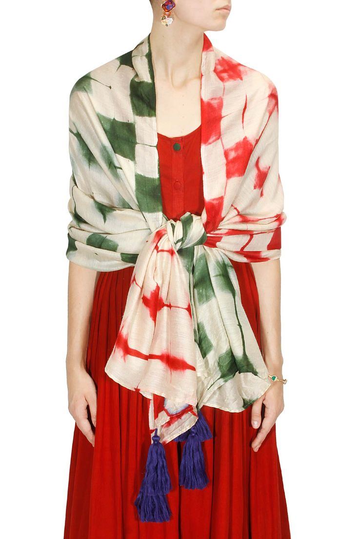 Ivory, red and green - Pernia's
