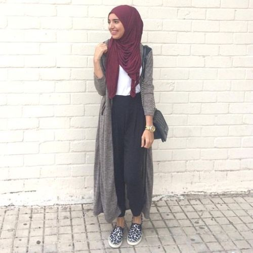 long gray cardigan hijab- Long and modest hijab outfits http://www.justtrendygirls.com/long-and-modest-hijab-outfits/