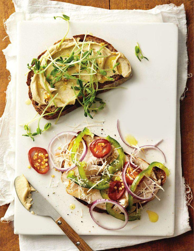 Hát így épül fel egy egészséges szendvics. (A kép klikkre nő, magyarul feliratoztam. :)) A Whole Living magazinban egy fantasztikus összeállítás jelent meg, 30 egészséges, kiadós, változatos és persze finom szendvicsről. Ötletelés, inspiráció céljából is érdemes megnézni a képeket, de szerencsére a honlapon a recepteket is megosztották. A képeket a magazinból vágtam ki, a recepteket pedig a honlapról fordítottam Nektek. Mivel egy nagyon átgondolt, szépen fotózott és hasznos cikkről van