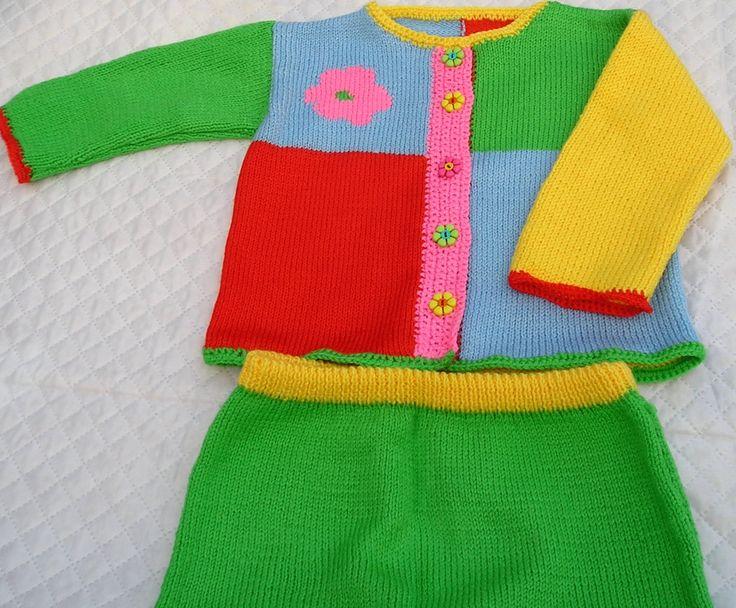 Костюм для девочки,продаю вязаный костюм для малышки