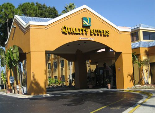Quality Suites Universal South / Lake Buena Vista, Orlando, FL 32819.   Upto 25% Discount Packages.Near by Attractions include Universal Studios, Seaworld,   Orlando's Congo River, Wet N Wild, Fun Spot Action. Free breakfast and Free Wifi   internet. Book your room and start saving with SecureReservation. Please visit-  www.qualitysuitesturkeylake.com/