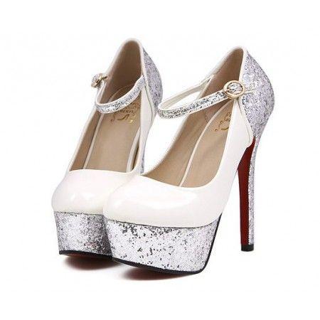 Sapato Pumps Charming Gelo em material Couro Ecológico com pequena presilha e pedrinhas R$ 109,90  #sapato #pumps #highheels #saltoalto #mulher #moda #calcados #lojaoziris #sapatobranco #diva #glamour #prata #prateado