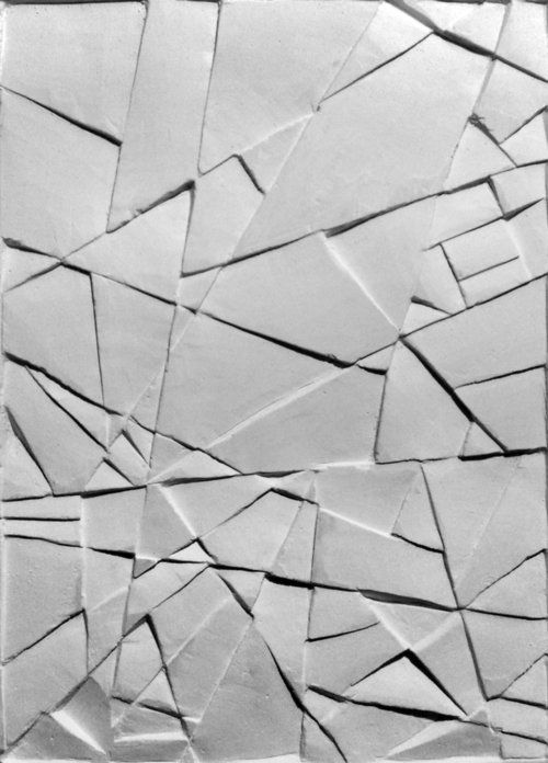 This clay piece relates to the one next to it  ( that looks a bit like a drought) because it has strong straight lines creating shapes : triangles and quadrilaterals in relation to abstraction. There is less shadow and reflection because the shapes are not cut into the clay, they are above.