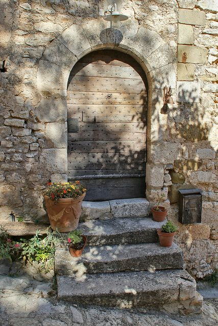 Simiane-la-Rotonde, Alpes-de-Haute-Provence (France).   Flickr