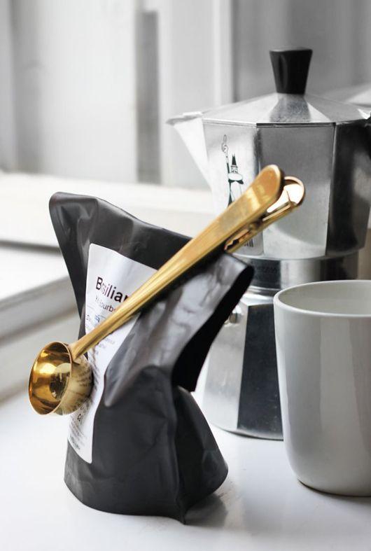 Combination measuring spoon and bag clip