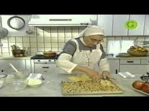 CUADRADOS DE MANZANA   ▶ Hermana Bernarda con postre de manzana - Cuadrados de Manzana - YouTube