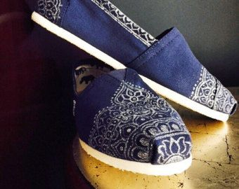 These hand drawn henna shoes are made to order. 100% profit goes to charities such as the Doris Henderson Newcomers School, whose mission is to successfully transition children who just moved to the U.S. to the American schooling system and society. Provide me with your size and what color pattern you want on white canvas shoes and they will be carefully made to your liking. These shoes also make great gifts! Have any message - like Happy Birthday, hidden anywhere on the shoe.