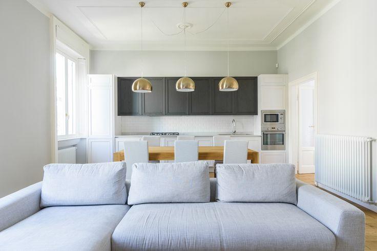 Stile classico a Milano. Arredare con colori tenui e pochi arredi. Un appartamento di 70 mq ristrutturato dallo studio Nomade architettura