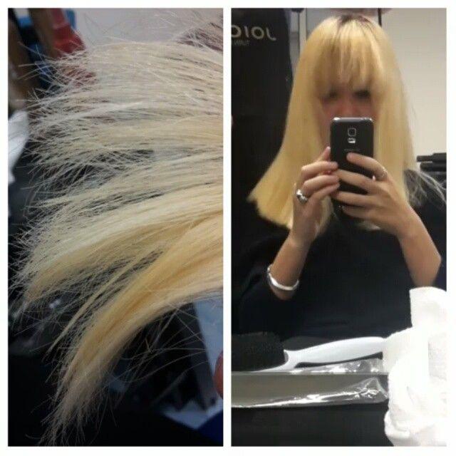 Este é o meu cabelo seco ao fim de 1 descoloração. As pontas estão incríveis, como se nada tivesse acontecido. Estou mega fã. Agora vamos para a segunda descoloração.  #OLAPLEX #transformation #hair #iceblonde #olaplexportugal #live #salon #lisbon #slash #results #process #specialist #longhair #hair #blonde