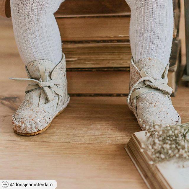 Sparkling shoes     Maandag 30 oktober zijn uitzonderlijk open van 14u tot 18u!   #funkymonkeyshop #funkymonkeywebshop #shoes #sparkling #authenticstuff #nubuck #leather #helloimhandmade #handmade #dutchdesign #europeanstyle #kidsshoes #babyshoes #softleather #kidsaccessories #accessories #finishingtouch #outfitonpoint