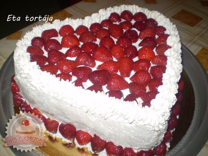 Epres-túrós-tejszínes szív torta