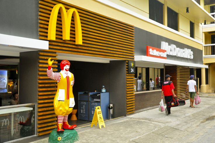 If you are a lover of fast food, then you will be happy to know that there is now a McDonalds on the island of Boracay, this restaurant is located in Boat Station 2, next to Regency Boracay Hotel & Convention Center.