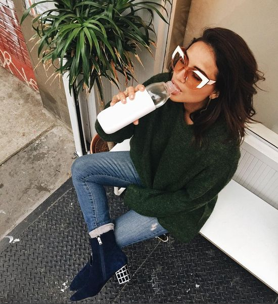 Cyndi Ramirez-Fulton in Nobody Denim. The Geo Skinny in Artisan is a cute mid rise ankle skinny jean with raw hems and well placed distressing.