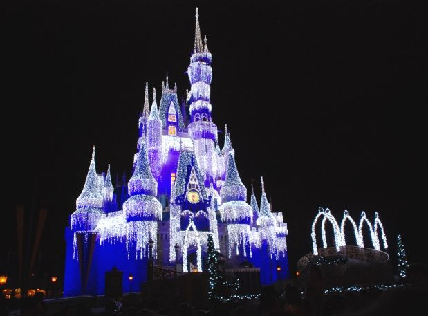 Fav travel writer Debbie Olsen experienced first hand how Disney does Christmas just right!
