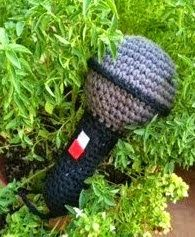 http://simiabuelameviera.blogspot.com.es/2014/09/sonajero-microfono-amigurumi.html