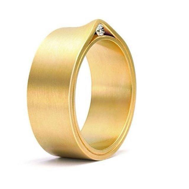 #Repost @mintmetal ・・・ #Niessing #ring #weddingring #gold #diamond #schmuck #jewellery #jewelry #contemporary #design #craftanddesign #wedding #beauty #trauring #TJA  #jewelleryactivist  #thejewelleryactivist