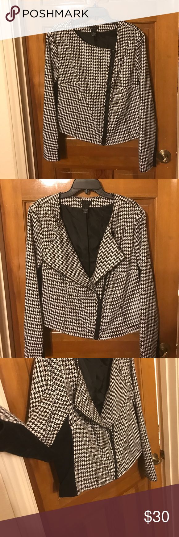 Houndstooth jacket Cute houndstooth jacket! Perfect for business casual outfit. Lane Bryant Jackets & Coats Blazers