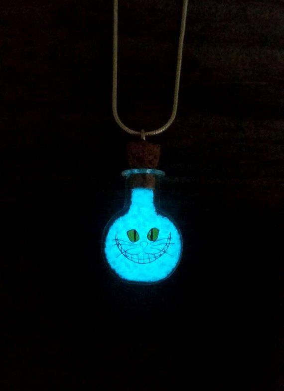 Glühende Cheshirecat Halskette Glühen in den von FishesGiveKisses
