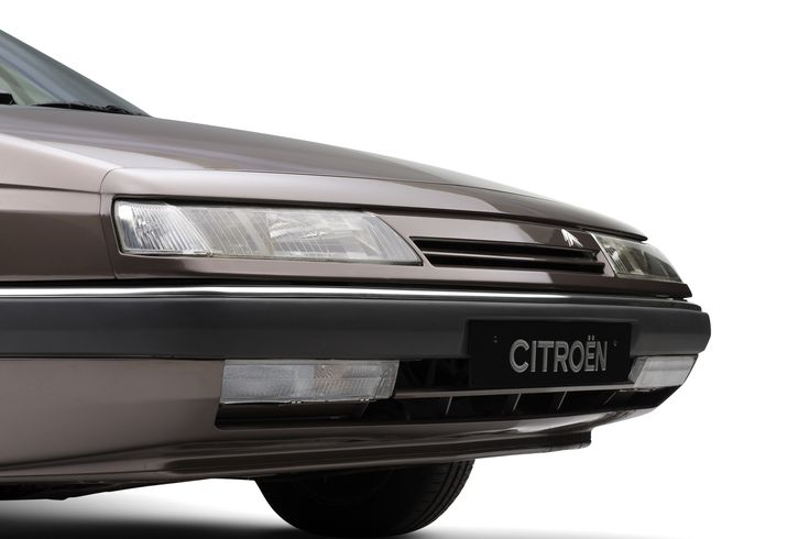 Awarded Car of The Year in 1990, one year after its release, the Citroën XM emulates the style of its forerunner, the CX. Elegantly designed by Bertone, innovative for its Hydractive suspension and 13th window, it was relaunched as Station-wagon in 1991, and then remodelled in 1994. In 2000 the XM gave way to the C5 then the C6 in 2005.
