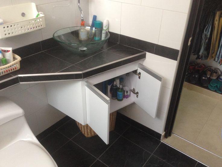 Mueble para baño en melanina y pintura de poliuretano puertas con perfil manija de aluminio