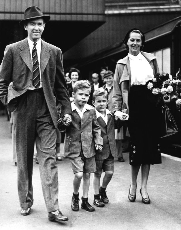 Jimmy Stewart with family, circa 1950 | I adore Hats ...