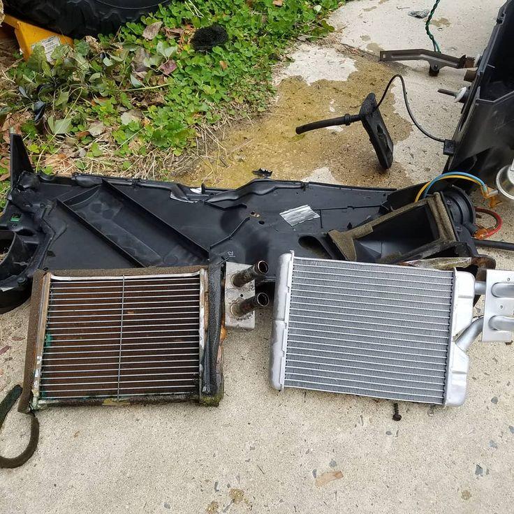 #SundayFunday Damn Dodge Durango Heater Core sucks.. #Dodge #Durango #Dakota #SLT #Heater #HeaterCore #Work #Wrench #Mechanic #35DollarPart #Labor #Beater #WinterBeater #Heat #Coolant #Rust #Leaky