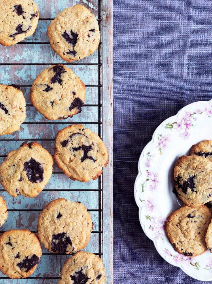 Cookies med peanutbutter og chokolade - lækker LCHF, glutenfri og sukkerfri opskrift --> Madbanditten.dk