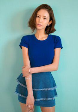 Today's Hot Pick :[半袖Tシャツ]ベーシック縦ライン半袖Tシャツ【CHUU】 http://fashionstylep.com/SFSELFAA0014135/chuujp/out 縦ラインデザインの半袖Tシャツです。 スリムフィットで上半身のボディラインをスリムに見せます。 シンプルなデザインなのでコーデを選びません♪ パンツやスカートと相性抜群☆ ヘビロテ間違いなし! フリーサイズです。 身長によって着丈感が異なりますので下記の詳細サイズを参考にしてください。 ◆4色: ホワイト/グレー/ブラック/ブルー