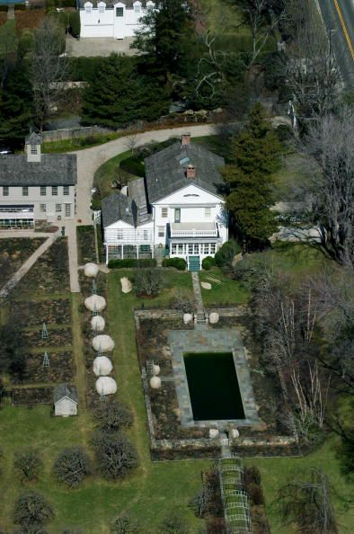 Martha Stewart's farmhouse on Turkey Hill Road in Westport ...
