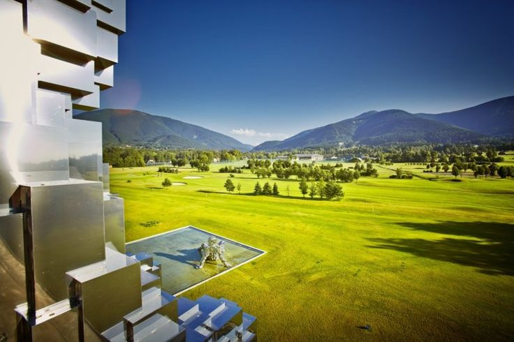 Celadna Golf course near to Miura Hotel (fancy spa and modern art gallery hotel) also collaborates with Ostravici Golf course. Both are beautiful.