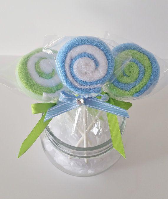 Blauwe en groene washandje lollies zijn de perfecte toevoegen aan elke baby douchegift of kan zelfs gebruikt worden voor de baby douche gunsten!  Deze set bevat drie (3) washandje lollies. Elke lollipop is gemaakt met elke twee (2) washandjes. U ontvangt een van elk ontwerp komt te staan. Elke washandje is gemaakt van zachte terry katoen en maatregel 9 x 9 inch.  U kunt hen als een toevoegen aan een baby douche cadeau of bestel een paar voor de nieuwe moeder worden om later te gebruiken. Een…