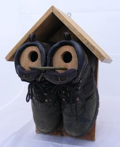 An easy to make, simple nest box for sparrows, that's made from a pair of old boots and a couple of pallet planks.