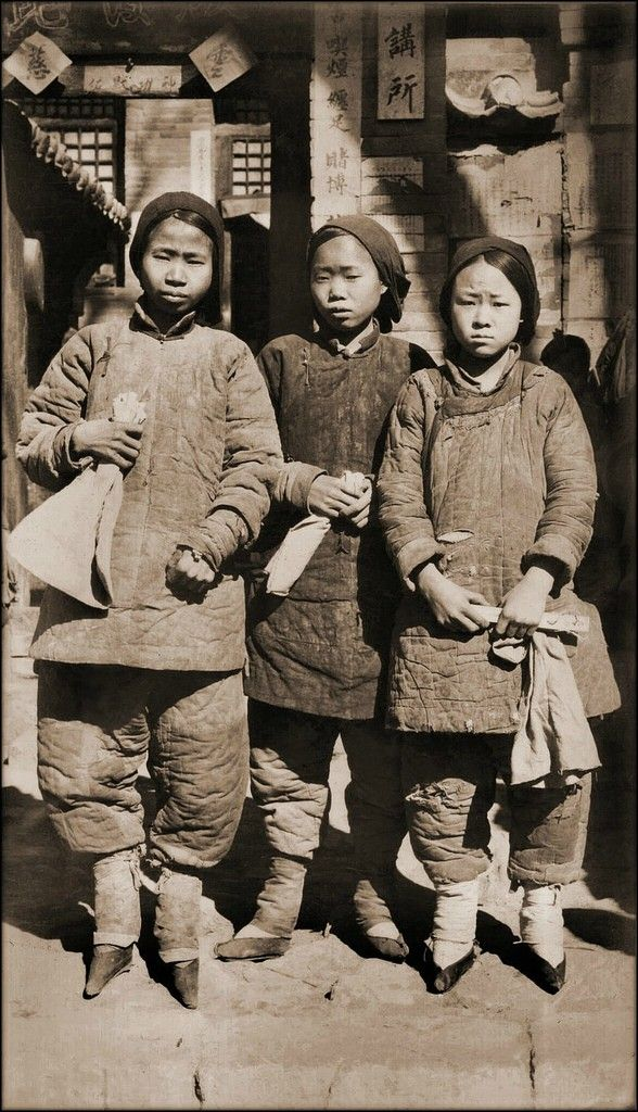 Foot Bound Girls, Liao Chow, Shansi, China (1930)