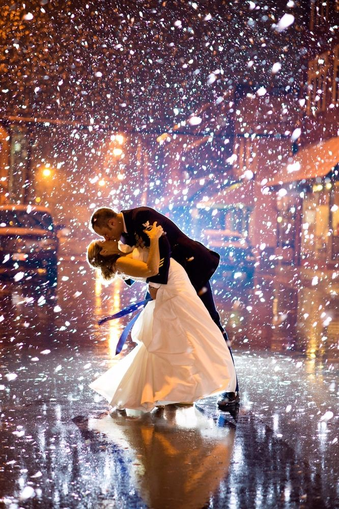 Snowy wedding photos that will warm your heart. | Still Frames Photography