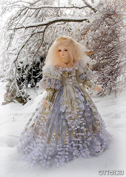Шарнирные куклы в красивых старинных нарядах. Красивые пышные платья у кукол. Качественная фотосессия кукол