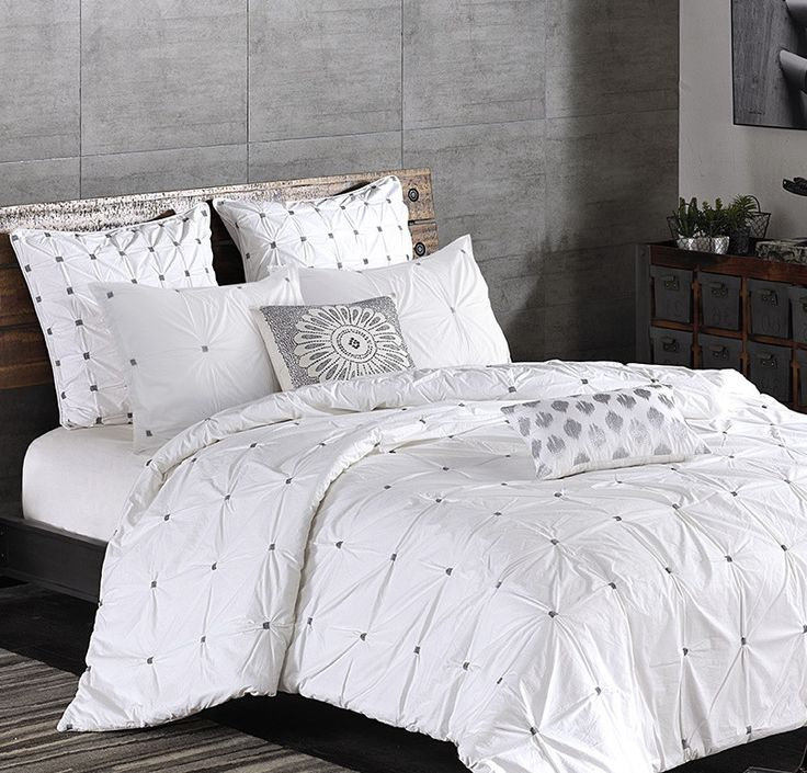 Amazing Maison Tufted White Duvet Cover Set   Versatile Bedding For Contemporary  And Traditional Bedrooms
