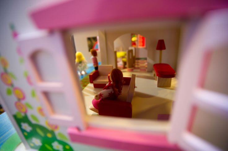 Oltre 25 fantastiche idee su casa delle bambole di legno for Piani casa bungalow piccolo artigiano