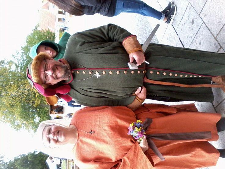 Middelalder herrefrakke med handskehat.