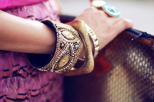 gold bangles: Arm Candy, Cities, Gold Bracelets, Fashion Woman, Inspiration Pictures, Bracelets Accessories, Bangles Bracelets, Woman Style, Gold Bangles