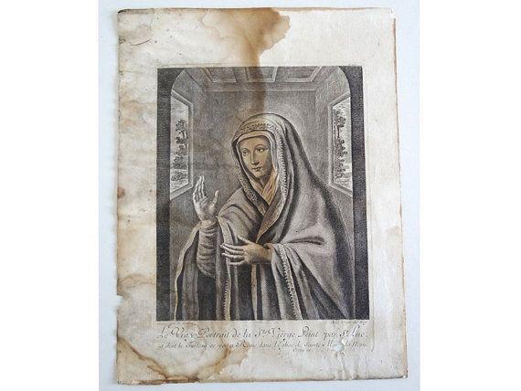 Gravure ancienne représentant la Vierge Marie, datant de la fin du XVIIe ou du début du XVIIIe siècle, par Nicolas Bazin (1633-1710, actif à Paris entre 1681 et 1707, sous Louis XIV).  Cette belle gravure a malheureusement subi les affres de lhumidité, mais le portrait reste en bon état. Une petite partie a été grignotée par les insectes xylophages dans le coin bas droit, masquant une inscription.  Inscriptions : en haut à droite N°151, en bas Gravé par N. Bazin, avec laut. du Roy. Le vrai…