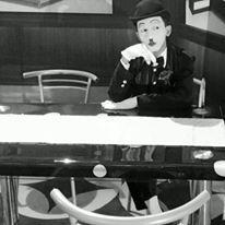 Waiting for you lol  please follow my IG : @gugukmeong13  #Pantomime #mime #street #surabaya #indonesia