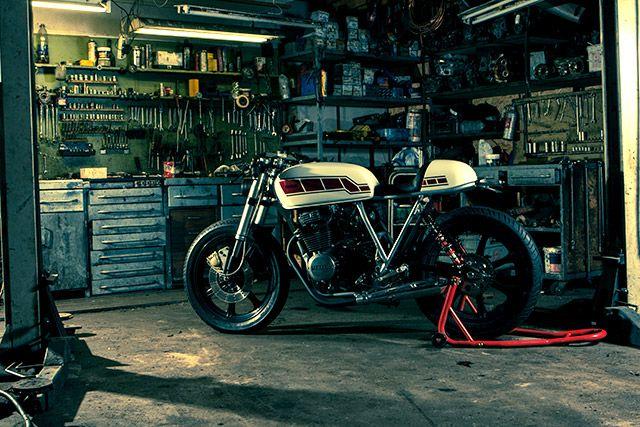 Les garages et les pièces mécaniques d'ici et d'ailleur.... - Page 9
