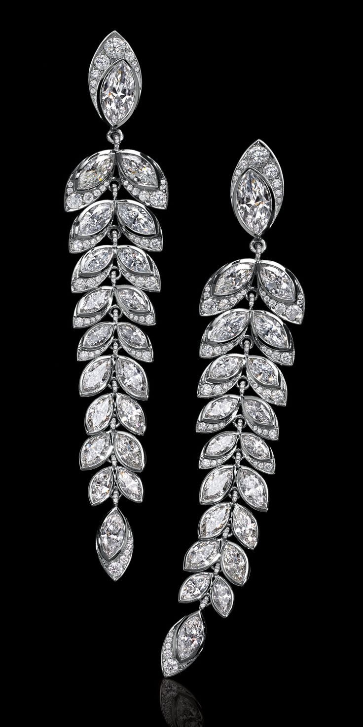 Marquise and round brilliant diamonds frame the face and illuminate the décolletage.