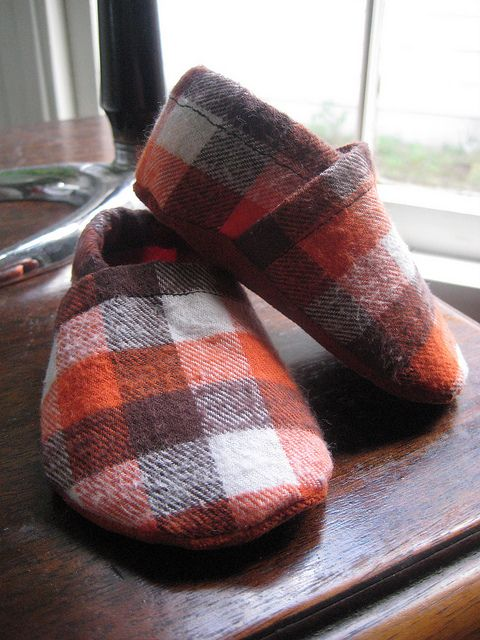 Click on this link for the Free PDF Pattern   http://www.michaelmillerfabrics.com/blog/cloth_shoe.pdf    The next few shoes ar...