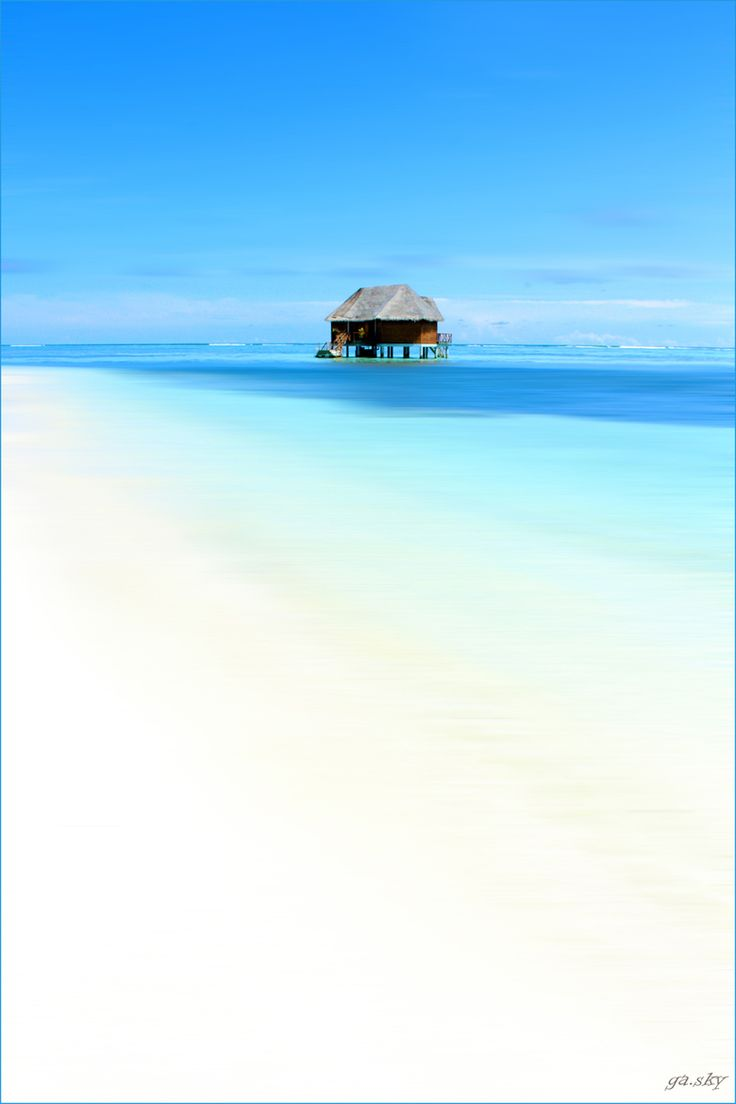 Maldives, Indian Ocean...GET OUT... is this for real??!? I'd like to live in that lil house please!!! with my celeb bf ;)