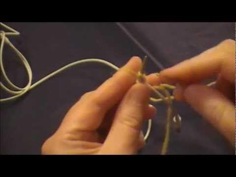 Hur man stickar in hörlurssladdar - YouTube