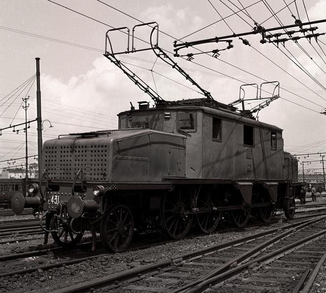Locomotiva elettrica trifase E431 by Ferrovie dello Stato, via Flickr