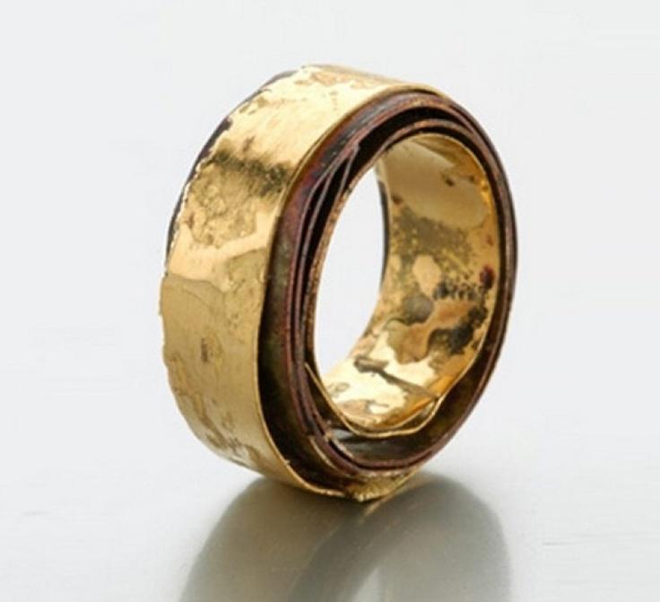 Ring | Lucia Massei. 'All Around You'. Shibuichi, yellow gold