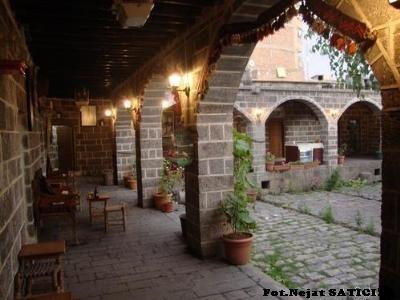suluklu_han2-diyarbakir-fot.nejat_satici.jpg