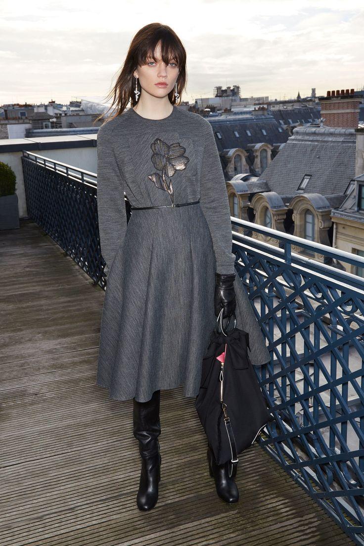 http://www.vogue.com/fashion-shows/pre-fall-2017/paule-ka/slideshow/collection